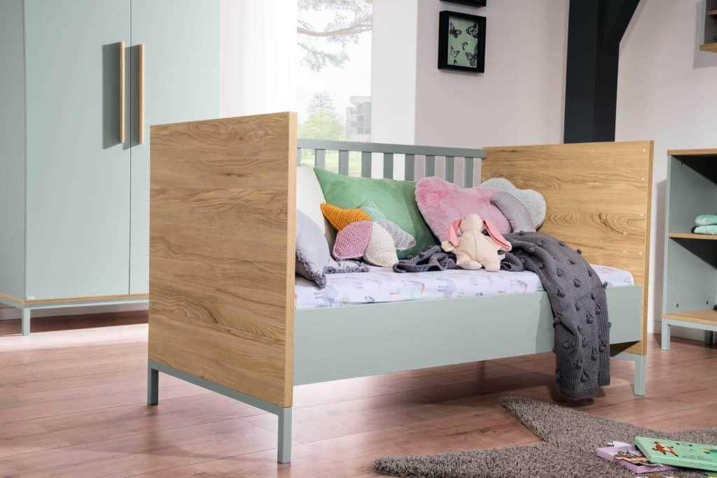 Benne cot bed